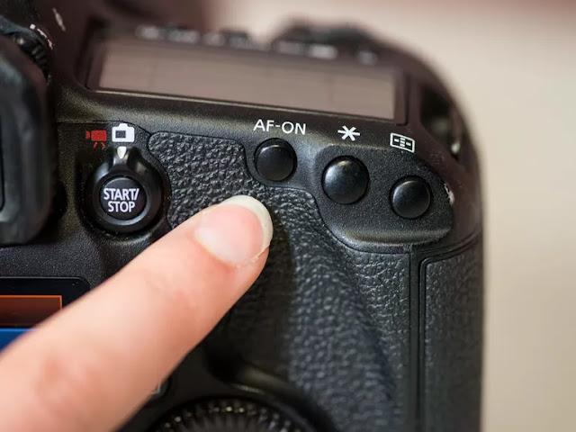ماهو زر التركيز الخلفي في كاميرات DSLR؟