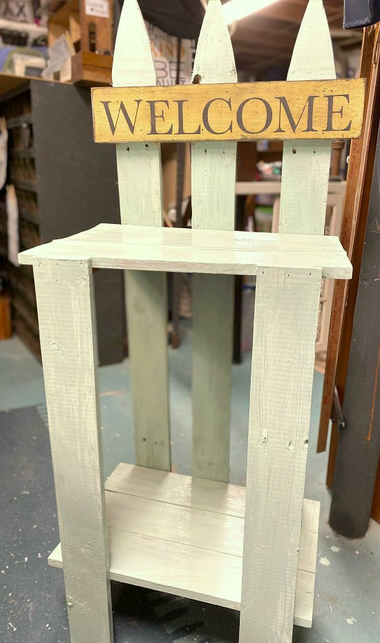 Easy DIY Picket Fence Garden Table