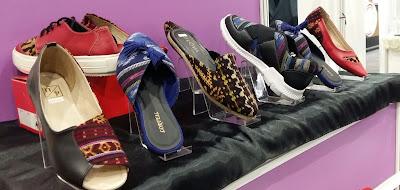 produk lokal berupa sepatu dengan motif asli Indonesia