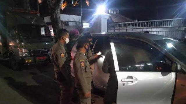 """Kepergok Istri sedang """"Goyang"""" di Mobil Dengan Wanita Lain, Pak Kapolsek ini Dicopot dari Jabatan"""