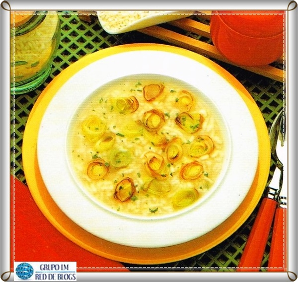 Sopa de arroz y puerros