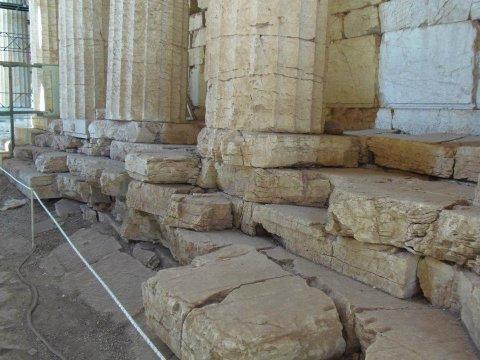 Προχωρούν τα έργα αναστήλωσης στο Ναό του Επικούριου Απόλλωνα