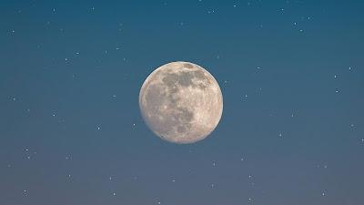 Screen background Night sky, stars, full moon, space