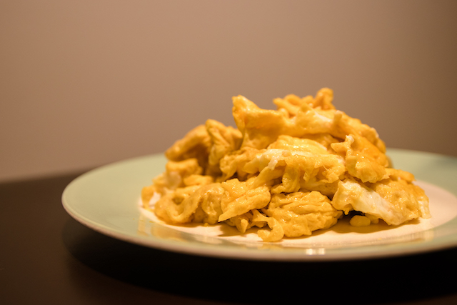 做法簡單的醬油炒蛋,卻是生母留給我最後的溫柔|封面故事|記憶中的酸甜苦辣