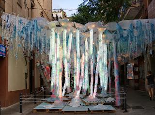 Guarniments de llum a un carrer de Gràcia per Teresa Grau Ros