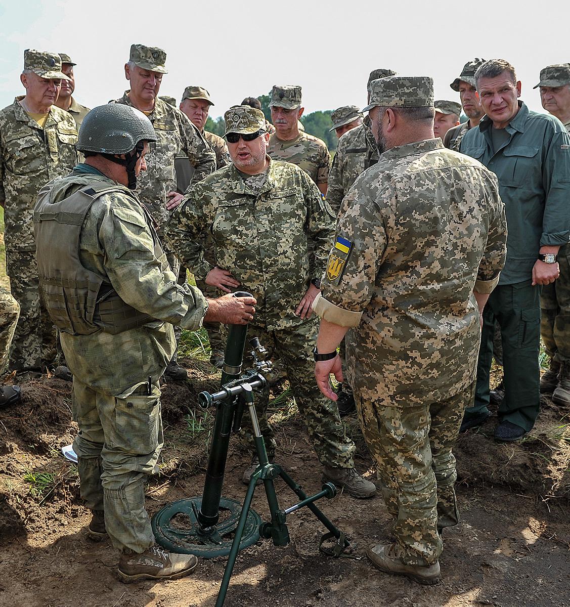 ЗСУ випробовують на полігоні нові 60-мм та 82-мм міномети, снаряди для «Рапіри» та «Акації»