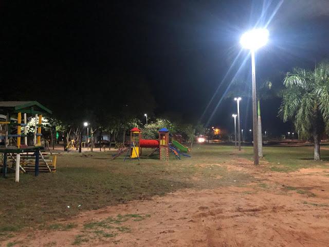 Iluminação no Parque dos Pioneiros está em funcionamento