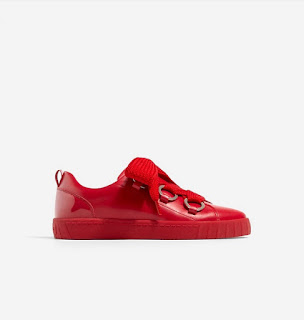https://www.stradivarius.com/fr/femme/nouveau/tennis-rouges-%C3%A0-lacets-c1390561p300360001.html?colorId=020