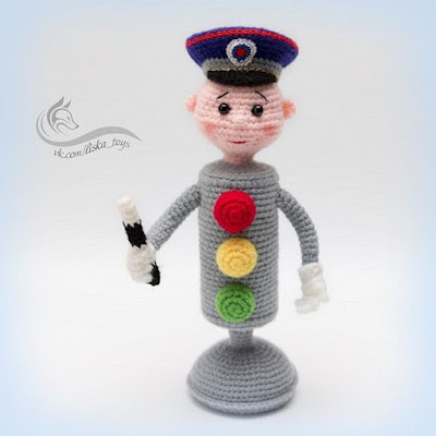 Вязаный светофор-регулировщик крючком