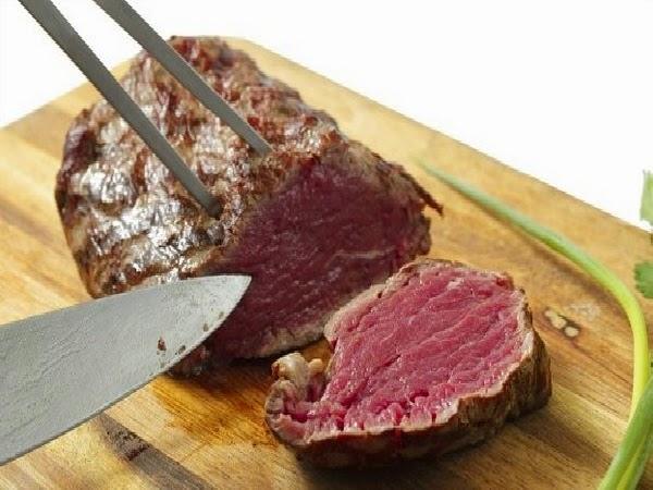 Comer muita carne vermelha pode aumentar risco de câncer de mama