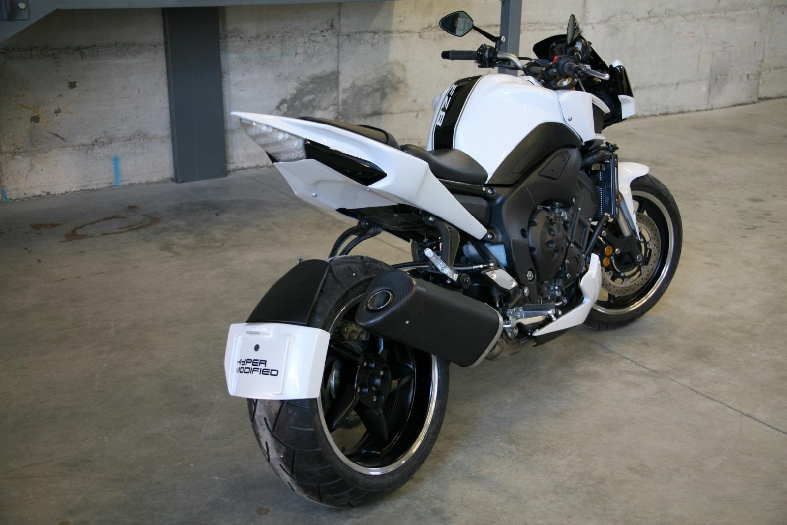 racing caf yamaha fz8 hypermodified by lazareth. Black Bedroom Furniture Sets. Home Design Ideas