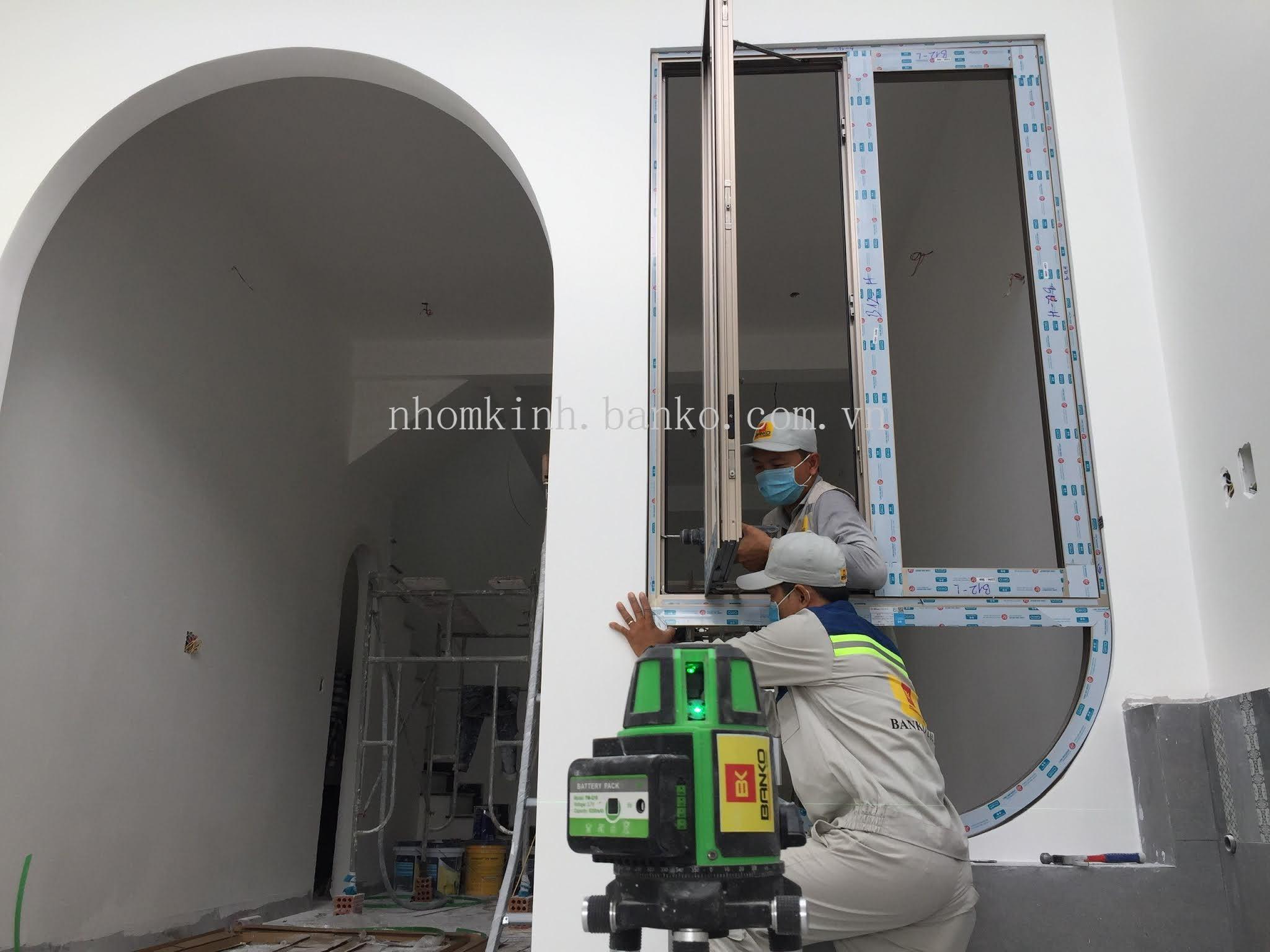 Thi công lắp đặt cửa nhôm Hondalex tại TPHCM