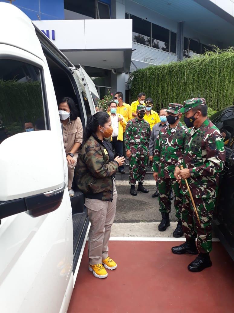 Danrem 043Gatam dampingi Pangdam IISwj Sambut Kunjungan kerja ketua Komosi I DPR RI di Provinsi Lampung.