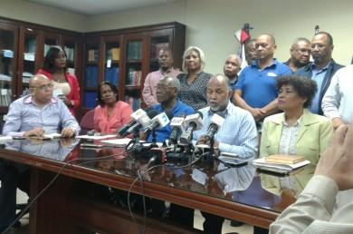 ADP emplaza a Educación a pagar a maestros bloqueados de nómina