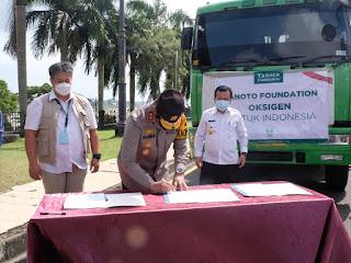 Gubernur Jambi Saksikan Bantuan 24.8 Ton Okisgen Cair Dari  Tanoto Foundation Ke Polda Jambi