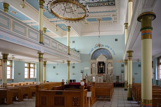 Главный зал Пейтау-шул, где проводятся молитвы в праздник
