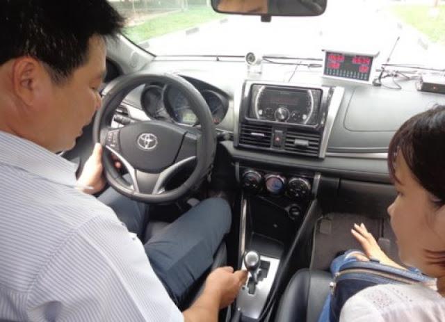 Học lái xe ô tô tại quận Gò Vấp thực hành lái xe thực tế và trong sân sa hình