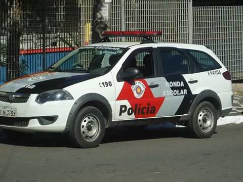 POLÍCIA MILITAR DE REGISTRO ATENDE OCORRÊNCIA DE INCÊNDIO NA ESCOLA DR FÁBIO BARRETO