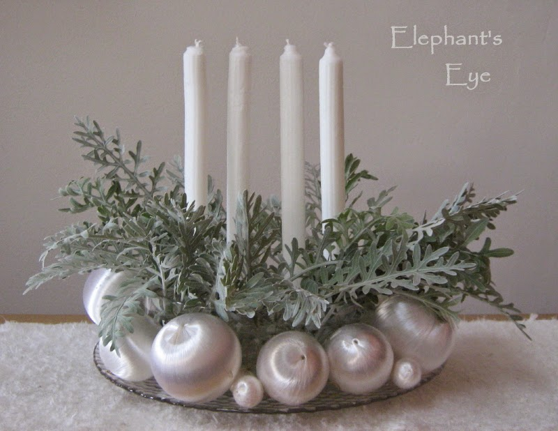 Silver and white Advent wreath in 2009