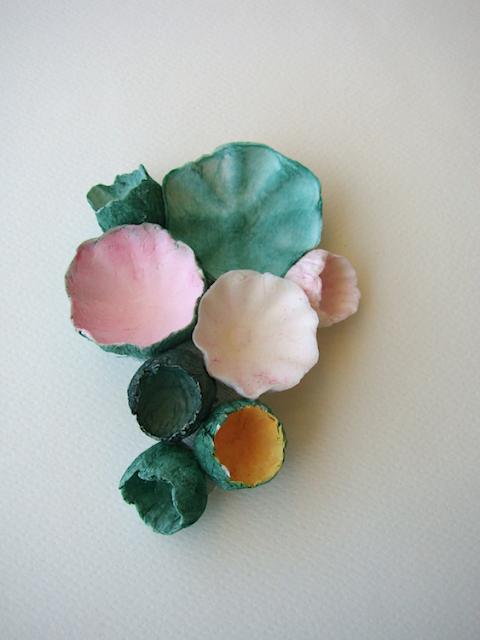spilla rosa verde di fiori di carta