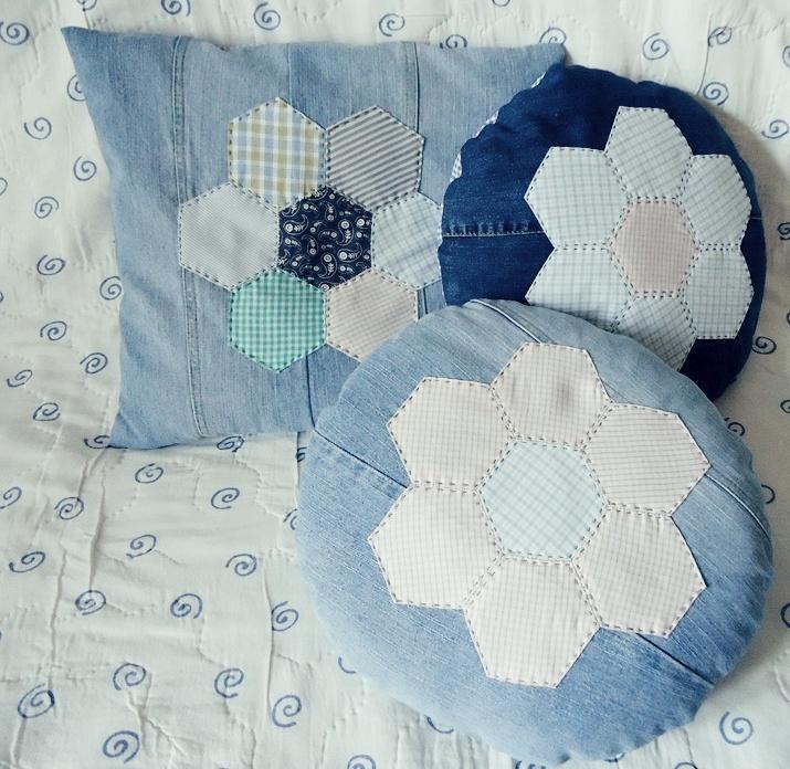 poduszka z patchworkową aplikacją