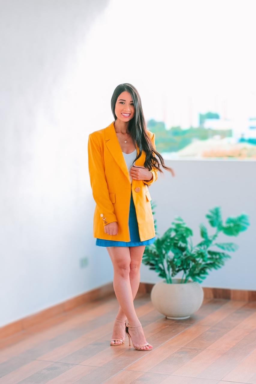 Look do Dia: Blazer Amarelo + Saia Jeans