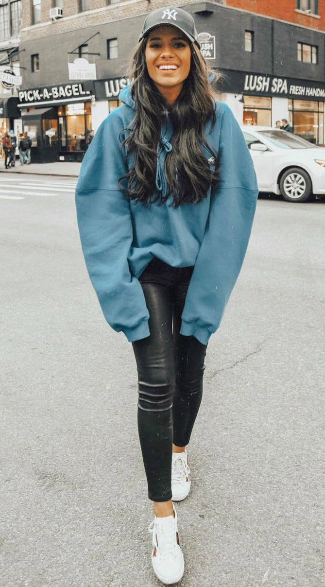 comfy fall outfit / hat + green oversized hoodie + black skinnies + sneakers