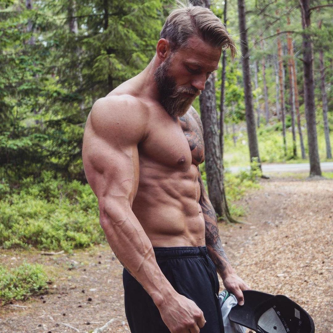 sexy-vikings-shirtless-fit-norwegian-muscular-long-bearded-men-stian-bjornes-hot-bearded-daddy-hunk-abs-pecs