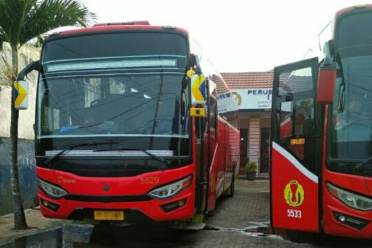 Foto Bus Damri Di Pool kota Metro, Lampung