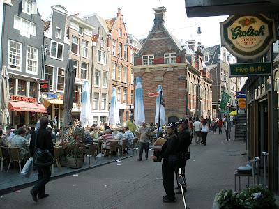 Korenmetershuisje aan de Nw. Zijds Kolk in Amsterdam