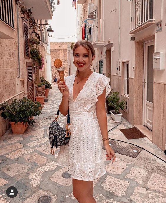 Look com vestido curto branco laise