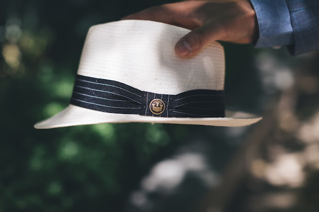 White fedora hat for summer by Goorin Bros Est. 1895. This hat is a brim styled fedora that would help you achieve 1950's mens fashion.