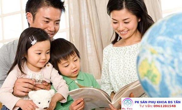 ba mẹ bên con2