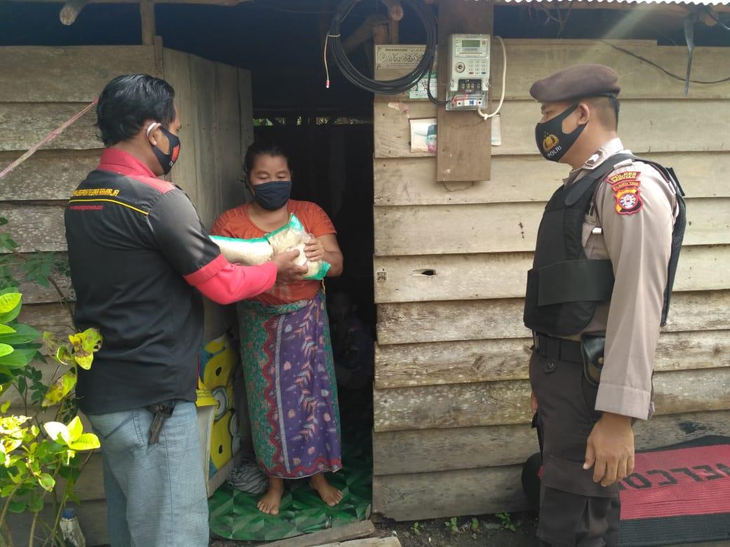 Jum'at Berkah, Polsek Hanau Lakukan Baksos Ke Warga Desa Pembuang Hulu II