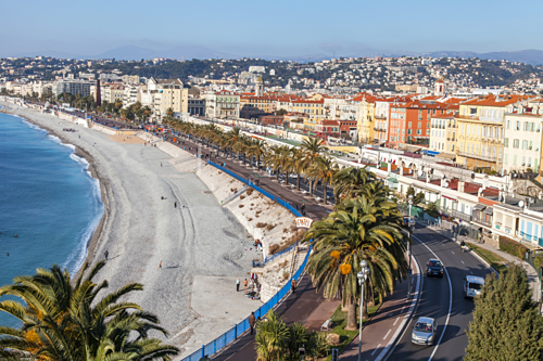 The beaches in Nice are full of pebbles.