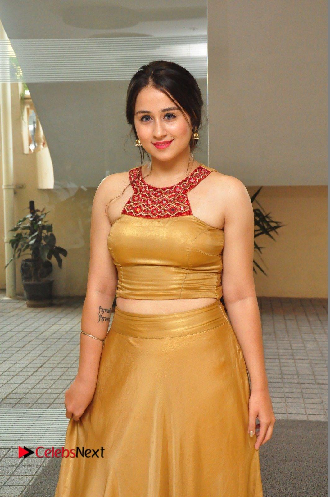 Simrat Juneja Pictures in Golden Dress ~ Celebs Next