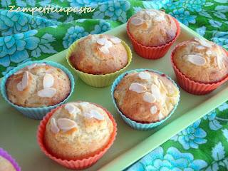 Muffin con pesche e mandorle