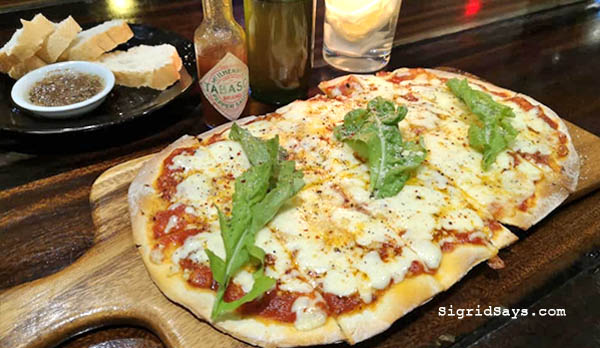Al Dente Ristorante Italiano - Iloilo restaurant - Bacolod blogger - cheese pizza - italian restaurant -italian cuisine - pizza and pasta