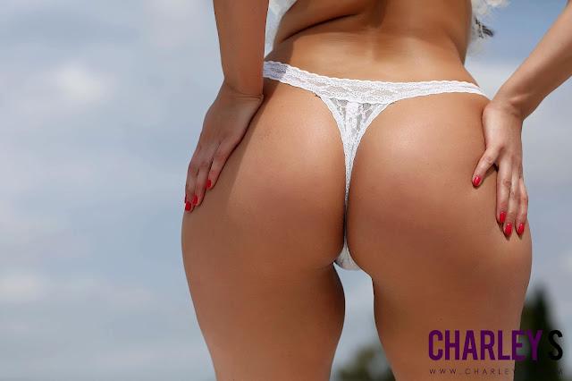 backward posing booty pic