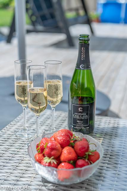 Midsommarfirande med Snälleröds snapsar och champagne från Champagnehuset