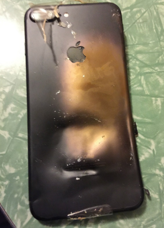 iPhone 7: Exploded into the box