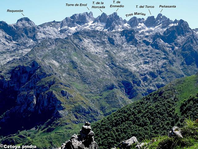 Vistas al Macizo del Cornión en la ascensión al Valdepino