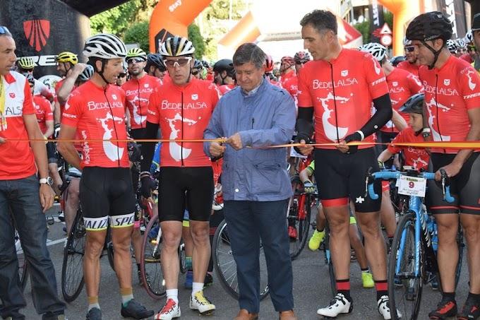 Miguel Indurain, Pedro Delgado, Roberto Heras, Santi Blanco y Laudelino Cubino dieron esplendor a la Marcha Bedelalsa