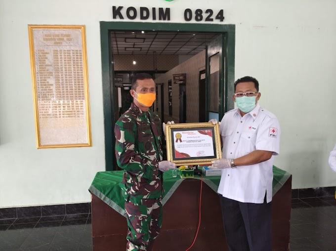 REWARD BERIKAN KEPADA PENGALANG AKTIF DONOR DARAH  POLRI ,TNI SELAMA PANDEMI COVID -19