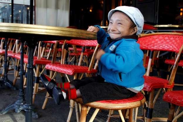 World's shortest man dies in Nepal at 27
