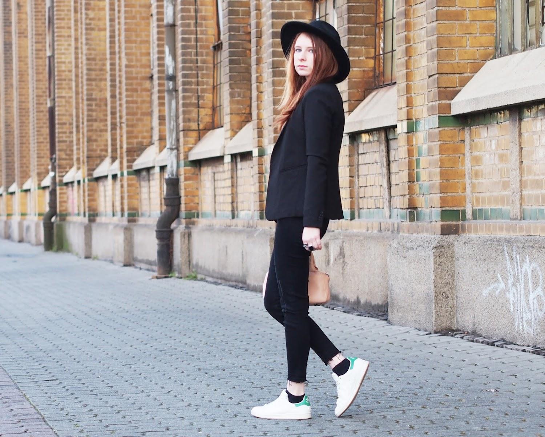 outfit schwarzer blazer und karierter pullover the fashionable blog. Black Bedroom Furniture Sets. Home Design Ideas
