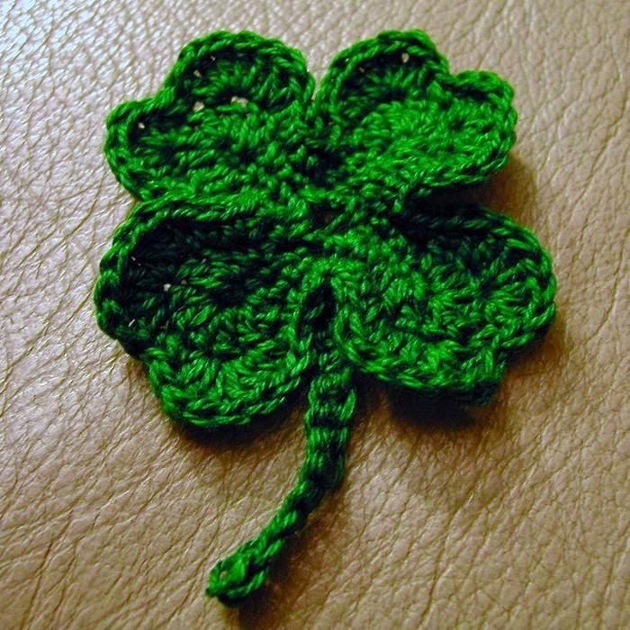 2330.- Treboles de crochet; Día Internacional para Tejer en Público ...