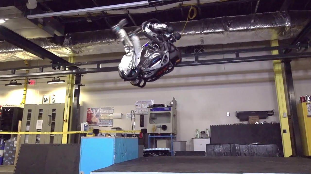robô salto mortal