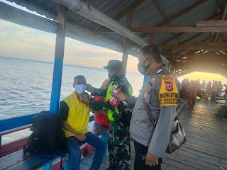 Kompak Beri Rasa Aman, Bhabinkamtibmas dan Babinsa Pulau Kodingareng lakukan Patroli dan Sambang