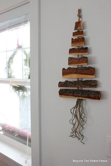 DIY Wood Wall Hanging for Christmas
